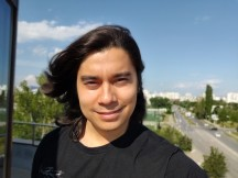 Selfies: Portrait - f/2.0, ISO 125, 1/1994s - Oneplus 7 review