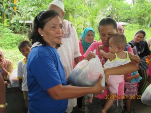 Rotarian from Rotary Iligan East distributing food packages
