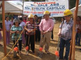 Municipality of Dingle and Bayanihan Foundation celebrates ground breaking ceremony of construction of 40 new homes in Dingle (left to right): Ms. Evelyn Castillo, Bayanihan Foundation Liaison; Mr. Jessie Alecto, Vice Mayor of Dingle; Mr. Dale Asis of Bayanihan Foundation; Dr. Rufino Palabrica (Doc Pinoy) Mayor of Dingle