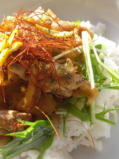 オレンジ風味のポークジンジャー丼