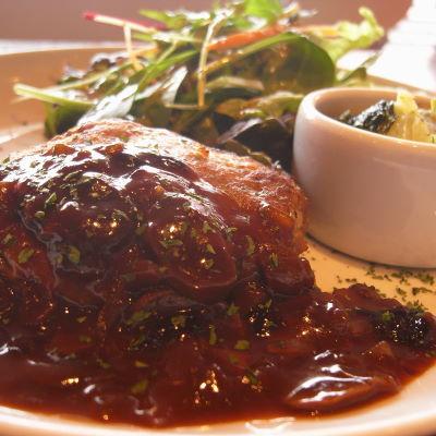 ハンバーグ マッシュルームのバスラサミコソース