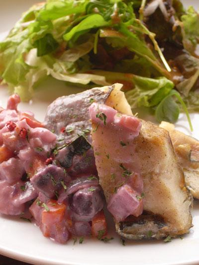 白身魚のグリル 根野菜のクリームソース