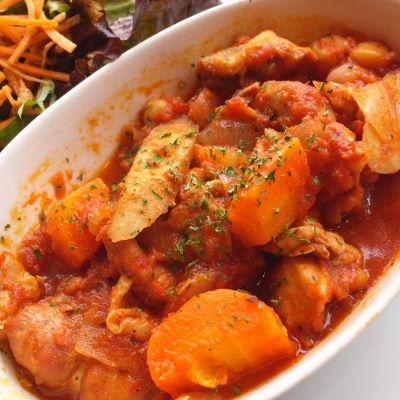 チキンと根菜のトマト煮込み