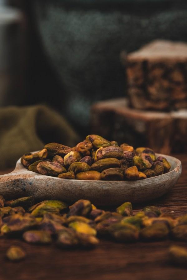 smoked pistachios de-shelled