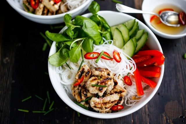 Flavorful Vietnamese Vermicelli w/ lemongrass chicken (or tofu) served over rice vermicelli noodles, w/ veggies and basil & flavorful Vietnamese dressing (Nuoc Cham) . Delicious!! | www.feastingathome.com