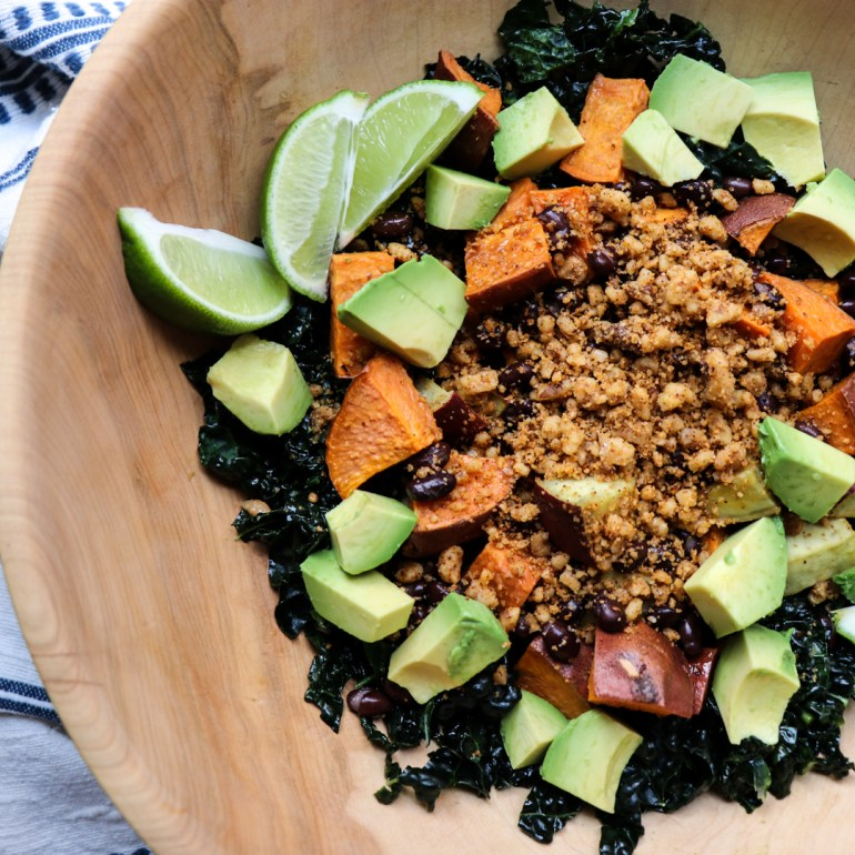 vegan mexican sweet potato bowl // feastofgreen.com