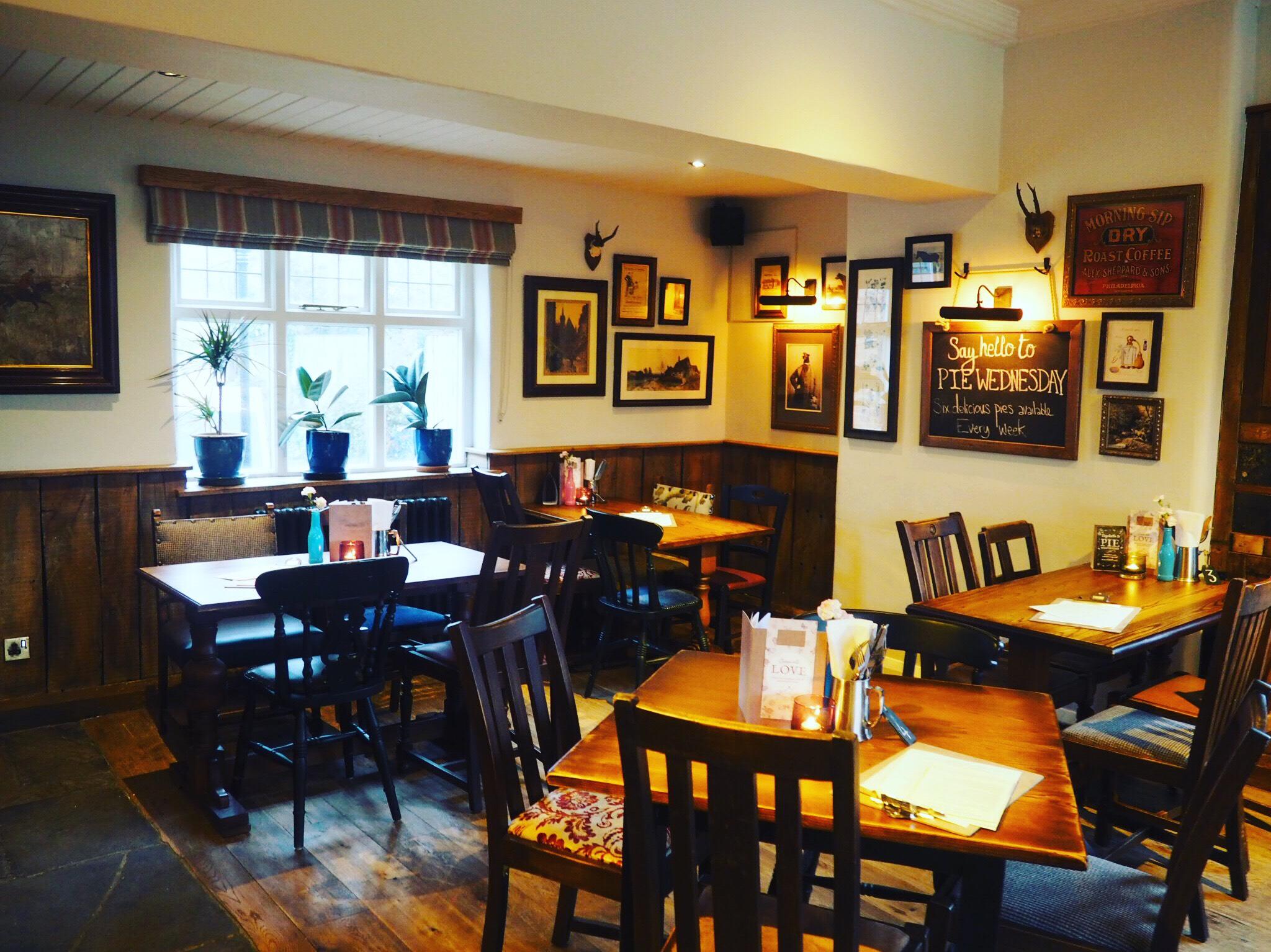 Fox&Roman-Dining-Area
