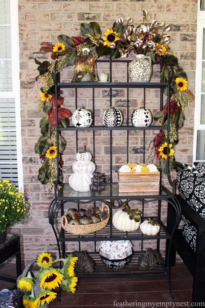 Fall screen porch decor --Fall Harvest Tablescape