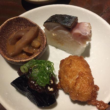 右上が鯖寿司
