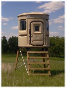 REGULAR STAND W LOTS OF DARK QUIET INTERIOR & 360' HUNTING VIEWS, CAMO, HUNTING GEAR, DEER KILLER, DEER HUNTER