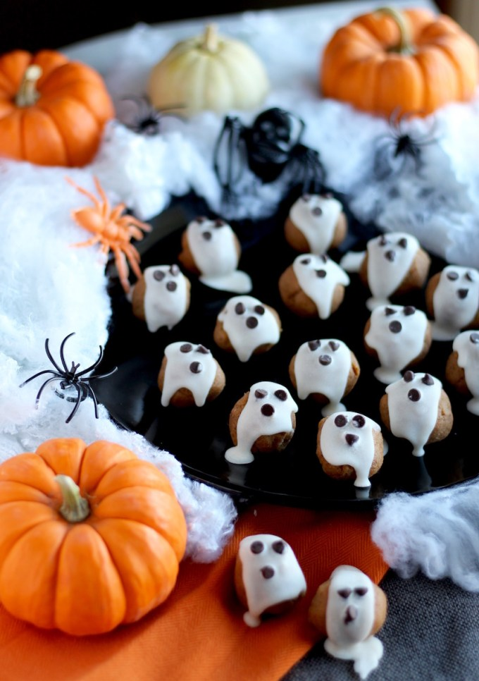 "Almond Butter ""Boo"" Bites - a Paleo Halloween treat that's a healthy alternative to candy! Made simply with almond butter, pumpkin, spices, honey, and coconut butter ""ghosts!"" 