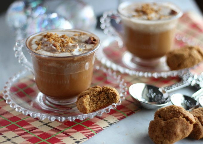 Paleo Gingerbread Lattes - warm, comforting coffee drinks made dairy-free with coconut milk and combined with the flavors of gingerbread, including gingerbread cookie crumbs! | fedandfulfilled.com