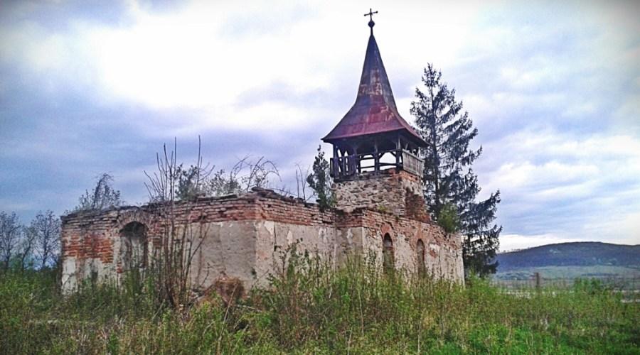 biserica din bretea romana departare