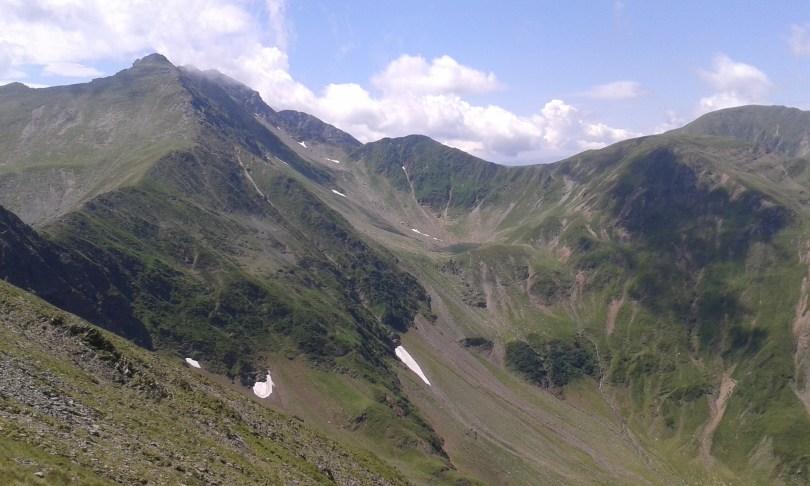 lacul avrig - saua garbovei si zapada in iulie
