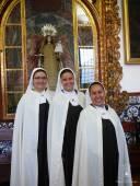 Toma de hábito de las hnas. Blanca de la Asunción, MªCarmen de Jesús y MªAuxiliadora de la Cruz.
