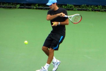 Federer hits forehand in practice (US Open 2012)