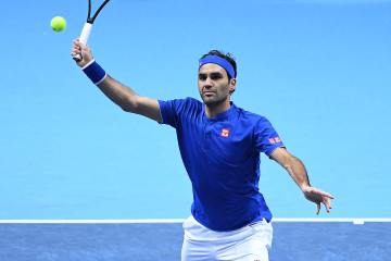 Federer Defeats Anderson Comprehensively, Books Spot in Semifinals