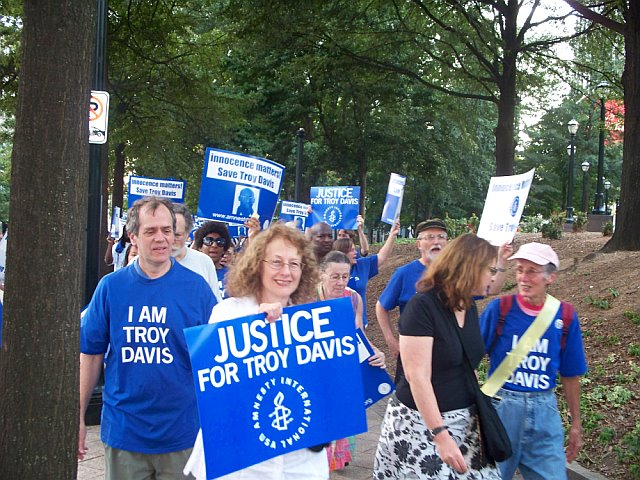 """""""We are Troy Davis"""" was the motto of the parade organized by Amnesty International"""