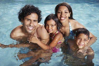 Puedo nadar con mis lentes de contacto federopticos Idiakez Donostia San Sebastian