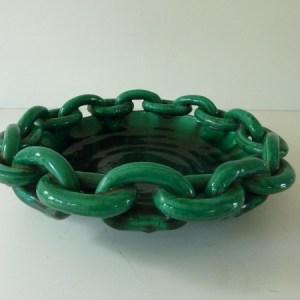 plat ancien en céramique maillons
