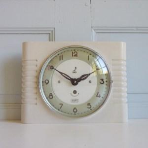 Horloge murale mécanique Jaz bakélite blanche