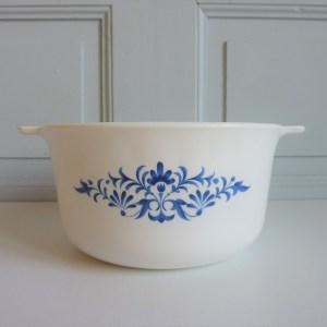 Plat à oreilles blanc décors fleurs bleues Sovirel France
