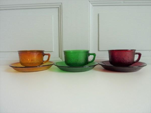 TasseTasse et sous-tasse Sierra Arcopal vertes et sous-tasses Sierra Arcopal multicolores