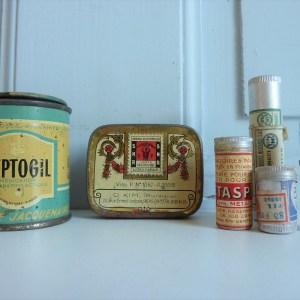 Boites anciennes en métal pharmacie