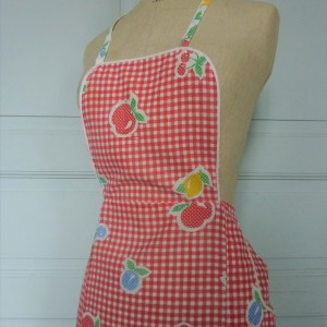 tablier vintage en coton vichy et fruits