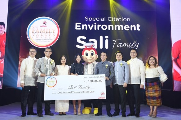 jollibee-special-citation-environment-2019-sali-family.jpg