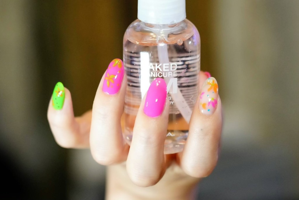 A summer floral manicure by @naokosaita using the EasyNeon collection from ZOYA.