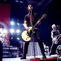 """NEW: Green Day - """"Missing You"""" Debut Performance 