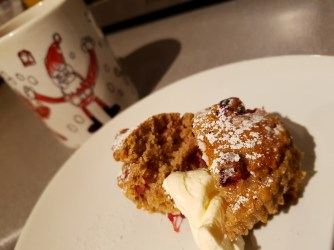 Christmas muffin with crème fraîche