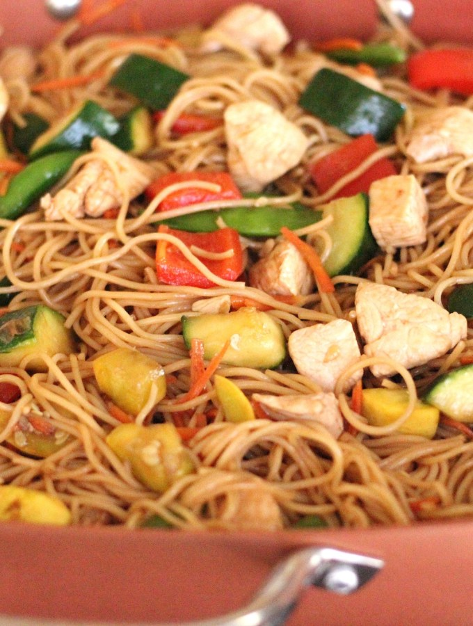 chicken lo mein with noodles and vegetables