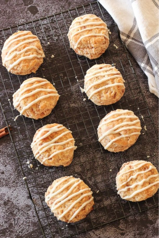 cinnamon biscuits on a cooling rack