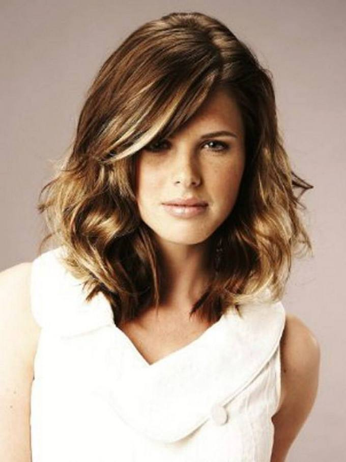 short hairstyles for oval faces with wavy hair