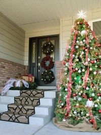27 Front Door Christmas Decorating Ideas