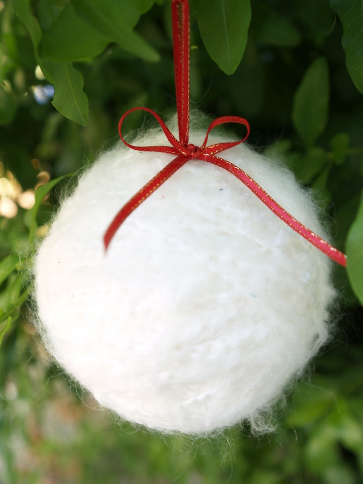 21 Snowball Christmas Decor Ideas That You Will Love