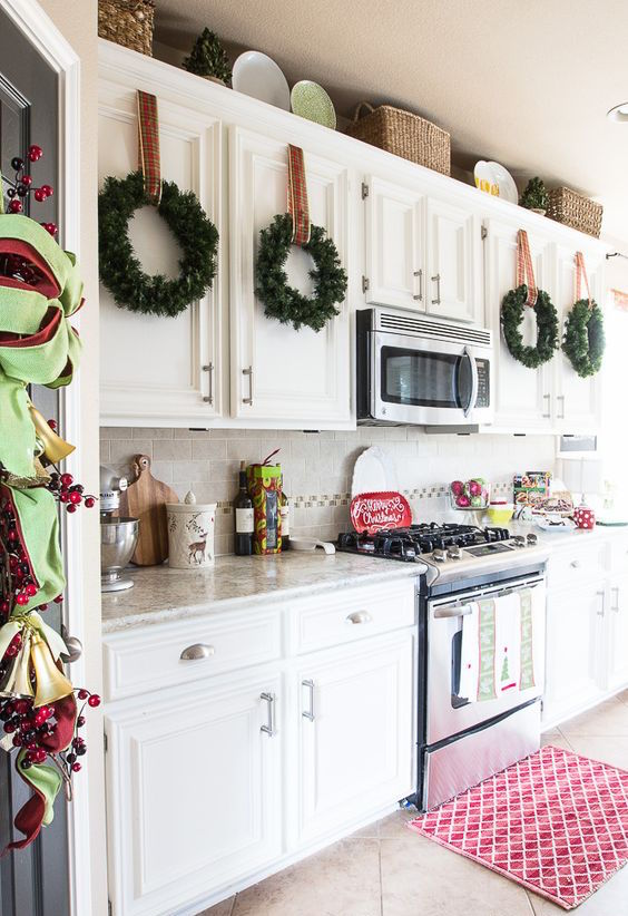 21 Impressive Christmas Kitchen Decor Ideas