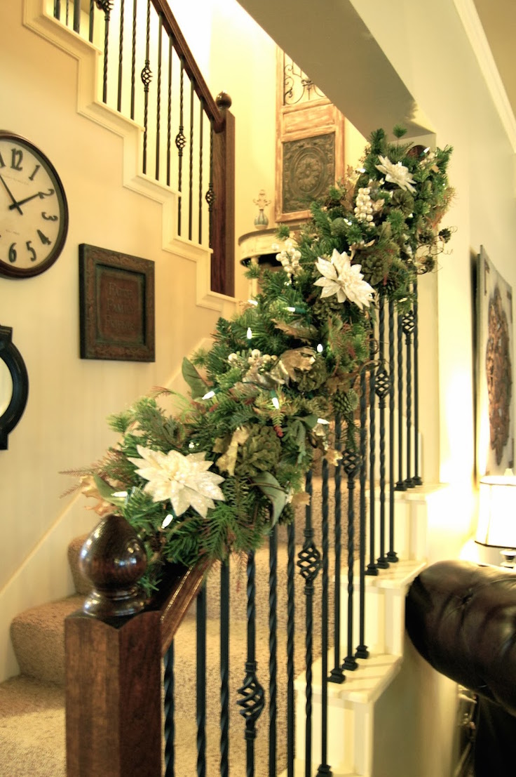 27 Christmas Staircase Decor Ideas That You Will Love