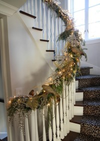 27 Christmas Staircase Decor Ideas That You Will Love ...