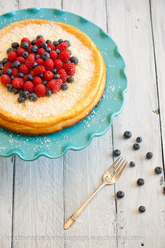 White Chocolate Cheesecake mit Beerenhaube Kuchen Rezept