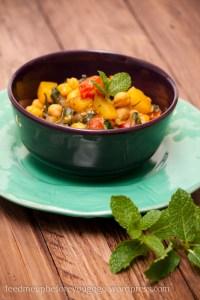 Veganes Kichererbsen-Sambal mit Minze, Mango und Couscous