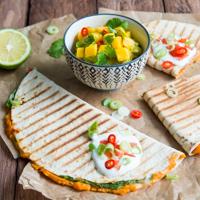Süßkartoffel-Spinat-Quesadillas mit Mango-Koriander-Guacamole Rezept
