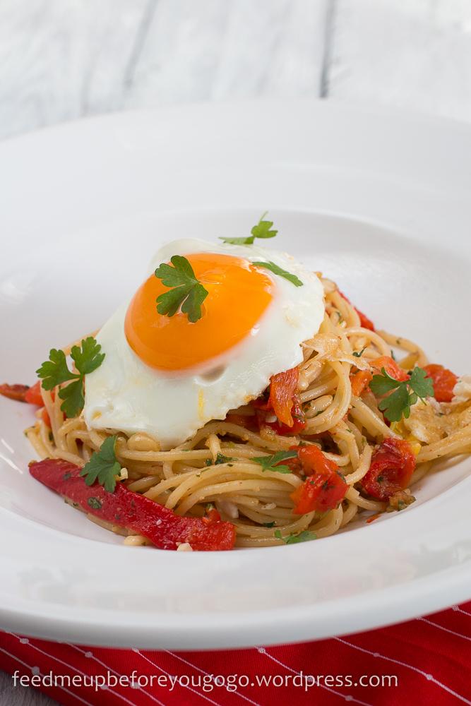 Pasta mit gegrillter Paprika und Spiegelei Rezept-3