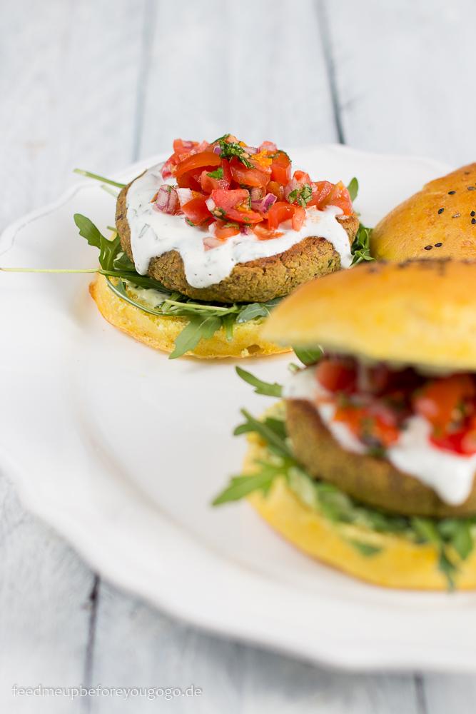 Pistazien-Minze-Falafel-Burger mit Zitronen-Basilikum-Mayonnaise Rezept Feed me up before you go-go -6