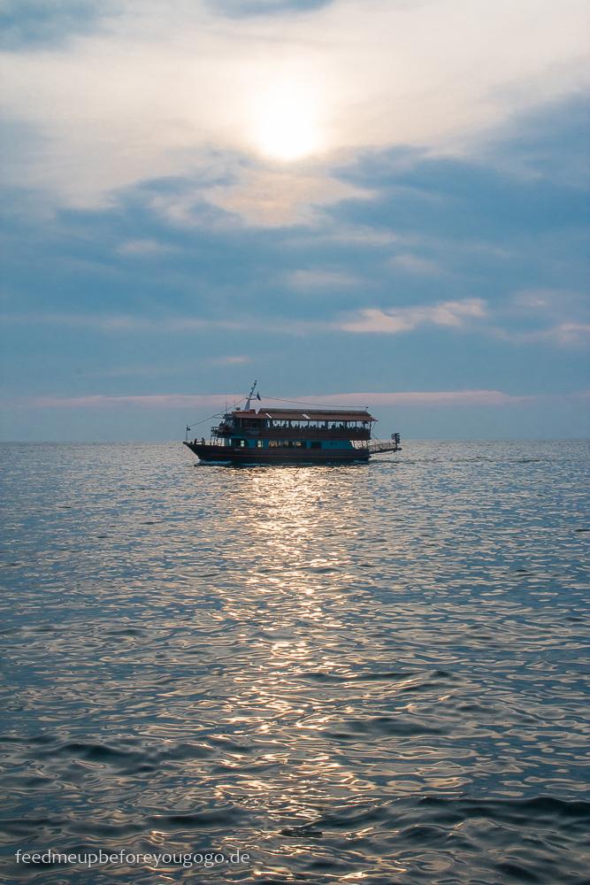Thessaloniki Schiff auf dem Meer Hafen Feed me up before you go-go