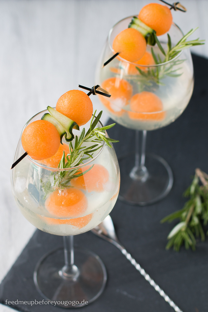 Gin Tonic mit Gin Mare, Melone und Gurke Rezept Drink Feed me up before you go-go