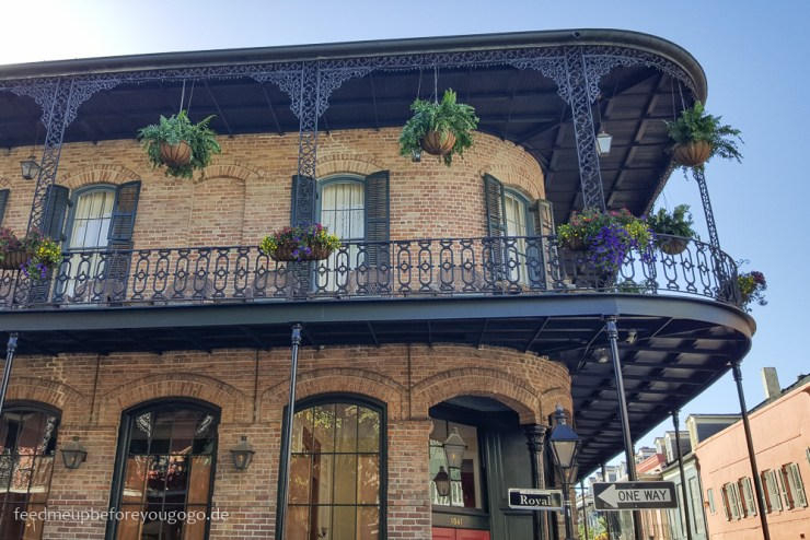 New Orleans Balkon French Quarter USA Feed me up before you go-go