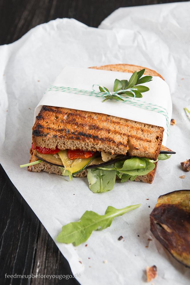 Vegetarisches Antipasti-Sandwich mit Zitronen-Basilikum-Aioli Rezept